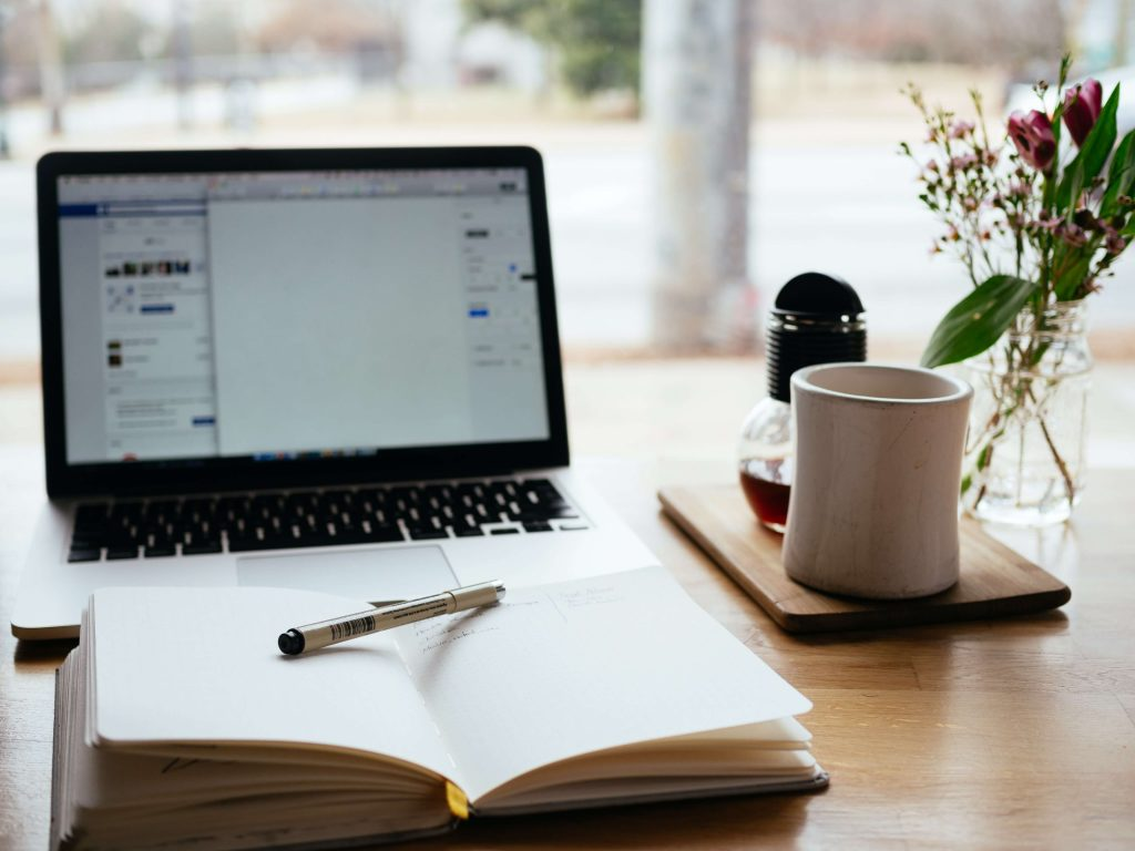 preparing to create a blog with otepad in front of laptop